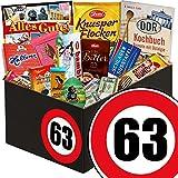 Geschenk zum 63. Geburtstag | Schokolade Geschenkbox | INKL DDR Kochbuch | mit Viba Schicht Nougat Stange, Halloren Kugeln Sahne Cacao Creme und mehr | Schokoladen Box