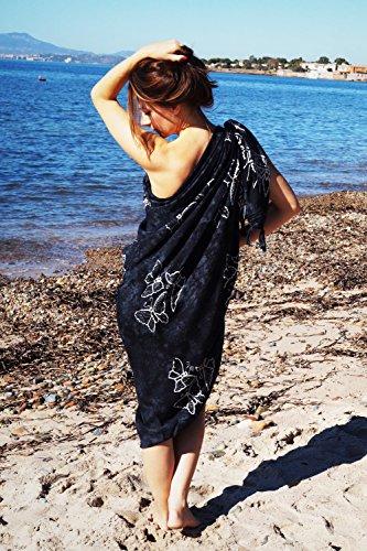 ManuMar Damen Sarong | Pareo Strandtuch | Leichtes Wickeltuch mit Fransen-Quasten 155x115cm oder 225x115cm, Motive und Farben Schwarz Hibiscus