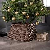 Batti l'ansia natalizia e sistema l'albero in anticipo con la base in rattan. Questa base nasconderà brutti vasi o supporti, aggiungendo stile all'albero di Natale quest'anno. Realizzato in rattan resistente, così durerà per molti altri Natal...