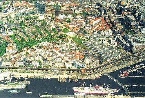 MF Matthias Friedel - Luftbildfotografie Luftbild von Johannisbollwerk in Hamburg (Hamburg), aufgenommen am 25.08.99 um 12:00 Uhr, Bildnummer: 0953-41, Auflösung: 3000x2000px = 6MP - Fotoabzug 50x75cm
