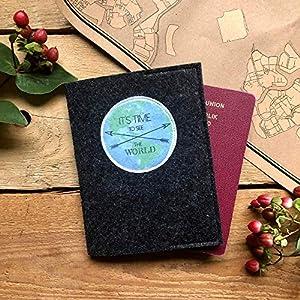 """Handgemachte ReisepassHülle""""Stadtgeflüster"""" aus hochwertigem Textilfilz – der perfekte Wegbegleiter für Reisende."""