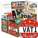 """BESTER VATI DER WELT - Geschenke für Vati - 9er Geschenkset nur für """"echte Männer in der DDR """" inkl. Geschenkverpackung mit Ostmotiven. DAS Ostprodukte Geschenk für Männer mit Bier + Schnaps + Kondomen + Erichs Rache und mehr. Für Ostalgiker ein tolles Geschenk ++ DDR Geschenke für Männer - Ostpaket DDR Geschenkbox DDR Produkt DDR Box Waren DDR Geschenk für den Mann DDR Väter Ostalgie"""