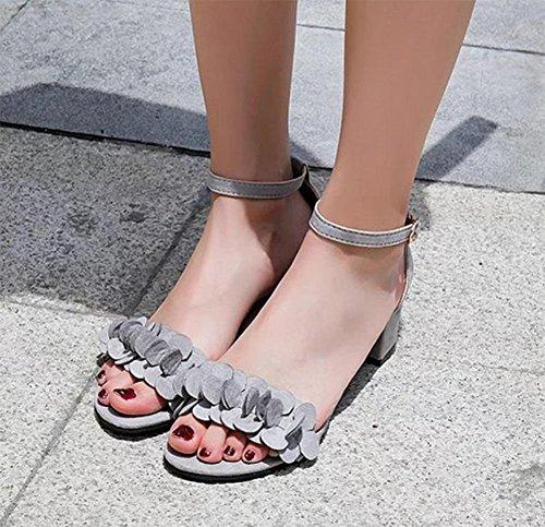 Sommer in den rauen mit Sandalen weiblichen Sandalen mit dem Wort cingulären Grey