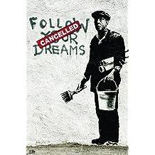 Póster Banksy Follow Your Dreams/Sigue tus sueños (61cm x 91,5cm) + 2 marcos transparentes con suspención