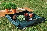 Gartenplane als Unterlage zum Umtopfen