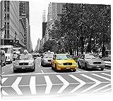 viele Taxis in New York schwarz/weiß auf Leinwand, XXL riesige Bilder fertig gerahmt mit Keilrahmen, Kunstdruck auf Wandbild mit Rahmen, günstiger als Gemälde oder Ölbild, kein Poster oder Plakat