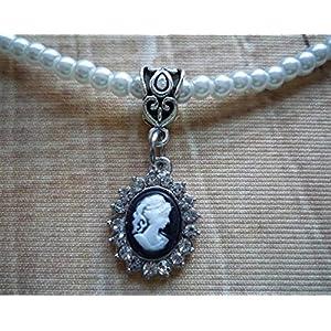 Perlenkette in weiß mit kleinem
