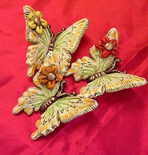 geprägten Blumen Schmetterlinge. ()