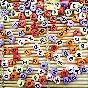 Gifts 4 All Occasions Limited SHATCHI-543 400 - Cuentas acrílicas para bisutería, diseño de letras del alfabeto en forma de corazón, 6,5 mm, varios colores