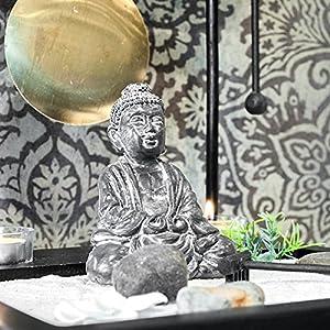 Zen-Garten mit Buddha Figur