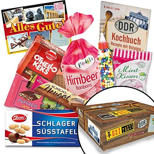 Süßes Päkchen für DDR-Naschkatzen - Viba Nougat Stange, Puffreis Schokolade, Liebesperlenfläschchen, uvm. +++ Traditionsprodukte in schicker Box mit Motiven aus der DDR +++ INKLUSIVE handlichem Büchlein mit Kochrezepten aus der DDR +++ für DDR-Entdecker und echte Ossi-Fans +++ Geschenkidee und Präsenkorb für jeden Anlass Geschenkset zu Weihnachten für Männer Geschenk zu Weihnachten für Ihn Geschenkideen zu Weihnachten für Oma Geschenkset Weihnachten für Sie