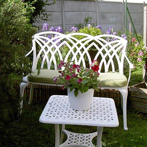 Lazy Susan – SANDRA Quadratischer Kaffeetisch mit 1 APRIL Gartenbank und 2 APRIL Stühlen – Gartenmöbel Set aus Metall, Weiß (Grüne Kissen) - 2