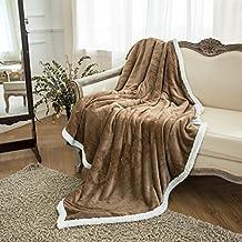 LANGRIA Manta de Sofá Tacto Aterciopelado, Reversible de Franela/Sherpa, Suave, Transpirable, Ligera, Ecológica y de Fácil Cuidado (150 x 200cm), Color Camel