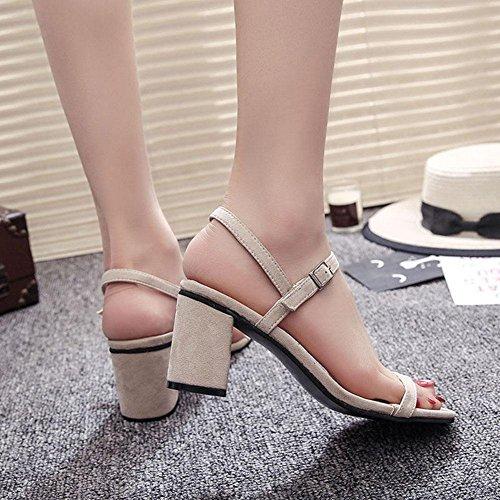 Frau quadratischer Kopf mit dicken Sandalen Wort mit einem feinen offenen Zehen hochhackigen Sandalen Schuhe in Rom meters white