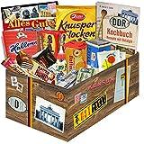 Versuchung und Erinnerung in einer Geschenkbox +++ Ostdeutsche Süßigkeiten für treue DDR´ler +++ Geschenk für Mama, Papa, Oma und Opa +++ Kalter Hund Blister, Liebesperlen, Trabi Puffreis Schokolade und vieles mehr +++ Bunte und wiederverschließbare Geschenkbox als Blickfang +++ Für wahre DDR 'Kenner'