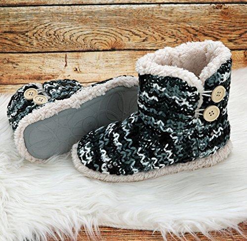 Fashion&Joy Hüttenschuhe Hausschuhe Strick Boots meliert in schwarz mit Fell & Antirutschsohle Größe 37 Chalet Style mit Holzknöpfen Winter Stiefel Typ491