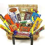 Confezione Grande di Snack Americani | Cioccolato per Idea Regalo di Natale e Compleanno | Vasta Gamma tra cui Reeses Hersheys Baby Ruth| 23 Pezzi in un Vero Cesto di Vimini