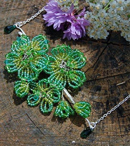 pendentif-elfique-collier-fleur-vert-perlee-avec-peres-de-rocailles-collier-fee-verte-victorien-lher
