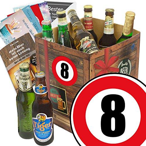 Geschenk zum 8ten Jubiläum der Beziehung - Bier Geschenkebox mit Bier der Welt + Bier Buch + gratis Geschenk Karten + Bier-Bewertungsbogen + Personalisierte Geschenk-Box - 8 + Geschenkidee zum 8-jährigen Jubiläum und Hochzeitstag. Geniales Geschenkeset mit Bieren für den Mann zum 8. Jahrestag