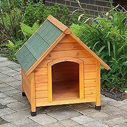 Caseta de perro para exterior de madera ligera con techo inclinado.