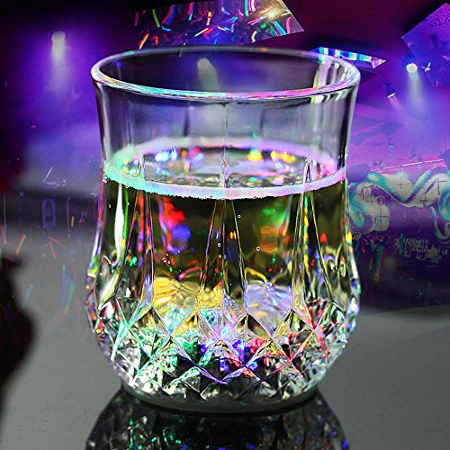 AOLVO LED Light Up Tassen, Flashing Cup automatischen Farbwechsel der Flüssigkeit Aktiviert Bier Saft Wein Whisky Drinkware Tassen für Bar Night Club Party Halloween Weihnachten (Wodka-drinks Halloween Für)