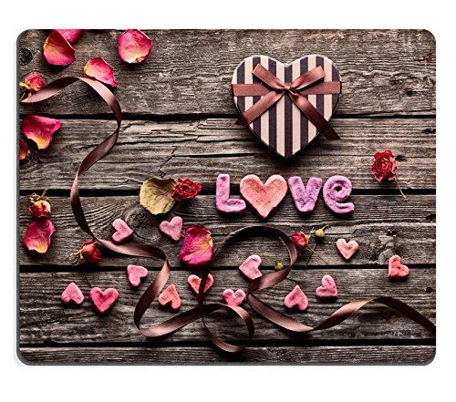 Luxlady Gaming Mousepad immagine ID: 35305571parola amore con scatola regalo di San Valentino a forma di cuore Vintage in legno piatti Sweet Holiday sfondo con petali di Rosa piccoli cuori curvo nastro