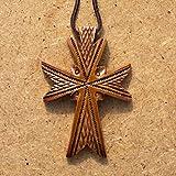 Holzernes Kruzifix aus Birnenbaum mit antiker Symbolik