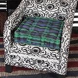 Homescapes extrahohes Sitzkissen orthopädisch mit Tragegriff Sitzerhöhung Aufstehhilfe ca. 50 x 50 x 10 cm, Bezug aus Baumwolle, 100% Polyester Füllung, blau grün kariert Schottenmuster Blackwatch Tartan