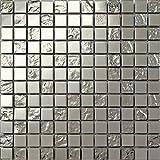 Carrelage mosaïque en acier inoxydable et verre texturé . Argenté. Les feuilles entières de carreaux mesurent 30cm x 30cm (MT0129)