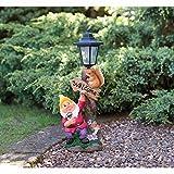 Garden Gnome Co., Gartenzwerg mit solarbetriebener Laterne, gelbe Mütze