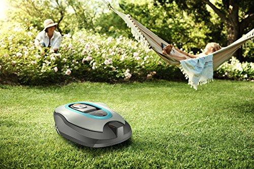 GARDENA 19061-60 smart SILENO+ Mähroboter, vernetzter Rasenroboter per Gardena App programmierbar, für Rasenflächen bis 1300m², Steigungen bis 35%, SensorControl Funktion passt automatisch die Mähfrequenz an das Graswachstum an, mit 60 dB(A) sehr leise -