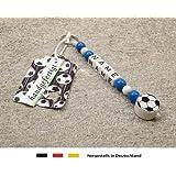 NAMENSANHÄNGER – Anhänger mit Namen   Baby Kinder Schlüsselanhänger für Wickeltasche, Kindergartentasche, Schultasche oder Rucksack mit Schlüsselring   Motiv Fussball in Vereinsfarben - blau, weiß