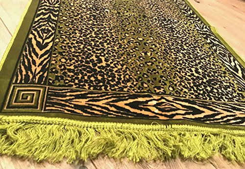 Tekbir Islamic prayer mat is light weight soft prayer rug that is suitable for home or as a travel prayer mat so enhance your praying experience and order this Muslim Prayer Mat now