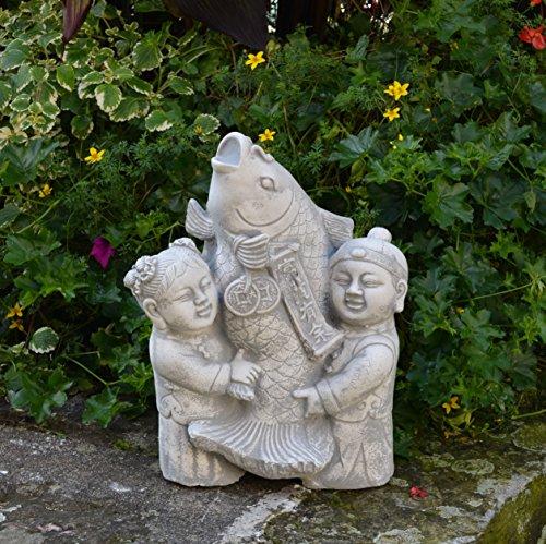 Lustige japanische Gartenfigur Koi Fisch mit Kinder Steinguss - Koi Feng-shui Fisch
