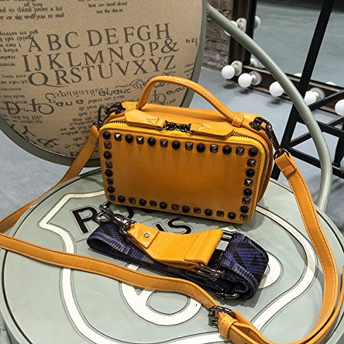 Geknackte Nieten Kleine Quadratische Tasche Breite Schulterriemen Schulter Diagonal Paket Retro Lock Tasche Gelb
