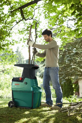 The Bosch AXT 25 Quiet drum shredder is powered by a powerful electric, 2500 watt powerdrive motor which powers the drum cutting system. This is what makes it so effective at cutting woody branches, old hedges and shrubs.