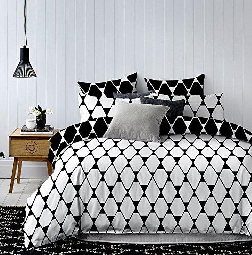 DecoKing 82911 Bettwäsche 200x220 cm mit 2 Kissenbezügen 80x80 weiß geometrisches Muster Dreiecke Bettbezüge Microfaser schwarz Hypnosis Rhombuses