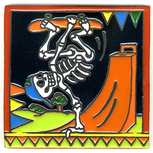 Dekofliese 003 Skelett - Skater auf Skateboard und Halfpipe - 15x15 cm, handgemacht aus Mexiko z.B. als Untersetzer für Surfer, Gothic, Gag, Halloween, Dia de los muertos.