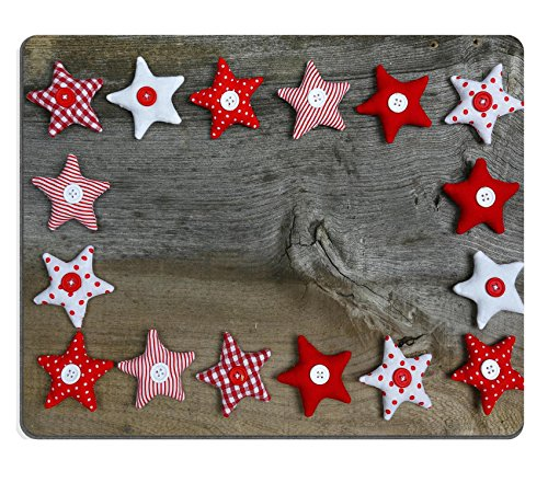 luxlady Gaming Mousepad Bild-ID: 24142612Weihnachten Dekoration Rot Weiß Gingham Streifen Stoff Sterne mit Knöpfe auf rustikal Elm Holz Hintergrund Retro Stil Design Copy Platz