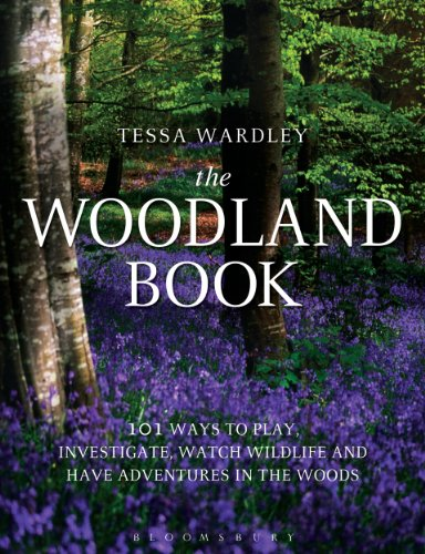 The Woodland Book: 101 ways to play, investigate, watch wildlife and have adventures in the woods por Tessa Wardley