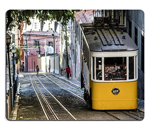 Preisvergleich Produktbild luxlady Gaming Mousepad Bild-ID: 34655078View des berühmten Aufzug von Vintage Straßenbahn des Gloria sich in Lissabon Portugal