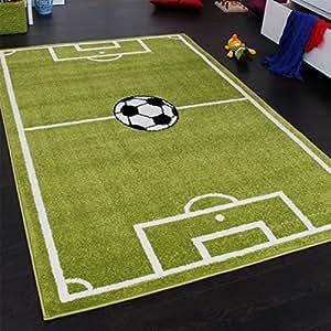tapis chambre d 39 enfant tapis de jeux terrain de football vert dimension 80x150 cm. Black Bedroom Furniture Sets. Home Design Ideas