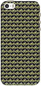 The Racoon Grip printed designer hard back mobile phone case cover for Apple Iphone 5/5s. (Dark Scary)