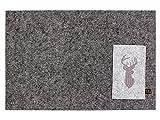 Schönes 4er Set Filz Platzset in dunkelgrau mit edel bestickter Bestecktasche Motiv Hirsch. In der Waschmaschine waschbar. Viereckiges Designer Tischset für Innen und Außen. Platzmatte je 30x45cm, Bestecktasche 9,5x15,5cm.