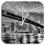 Monocrome, New York Brooklyn Bridge, Wanduhr Durchmesser 28cm mit schwarzen spitzen Zeigern und Ziffernblatt, Dekoartikel, Designuhr, Aluverbund sehr schön für Wohnzimmer, Kinderzimmer, Arbeitszimmer