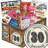 30. Geburtstag | Ostalgie Geschenkset | DDR Suessigkeiten-Box mit Puffreis-Schokolade, Liebesperlenfläschchen, Othello Keks Wikana uvm.