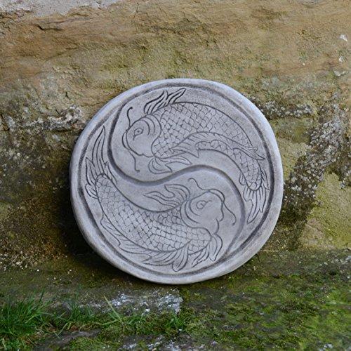 Wunderschöne chinesische japanische Trittplatte Bodenplatte Motiv: Koi aus Steinguss - Feng-shui Koi Fisch