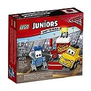 Lego 10732Divertiti con il generoso Guido e il suo migliore amico Luigi mentre aspettano che le auto da corsa arrivino per il pit stop. Partecipa all'azione di DisneyPixar Cars 3 con il tubo dell'aria, la latta di benzina e lo pneumatico di s...