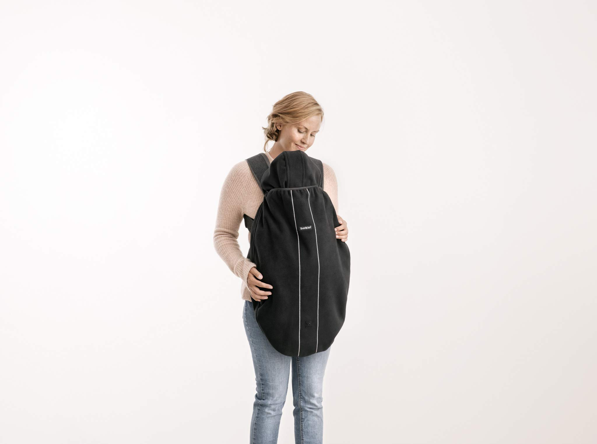 BABYBJÖRN Cover for Baby Carrier, Black, 0.3 kg Baby Bjorn Keeps your child warm and dry in the baby carrier Can be used in both facing-in and front-facing positions Detachable hood 4