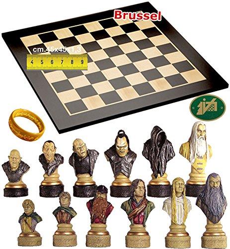 Completo scacchi tematici Il Signore degli Anelli. Re h cm.11 e scacchiera in legno Brussel, sicomoro e acero, cm. 45x45x1,3, casa mm.45.